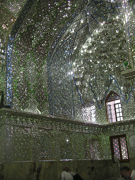 Внутреннее убранство Imamzadeh-ye Ali Ebn-e Hamze / Фото из Ирана