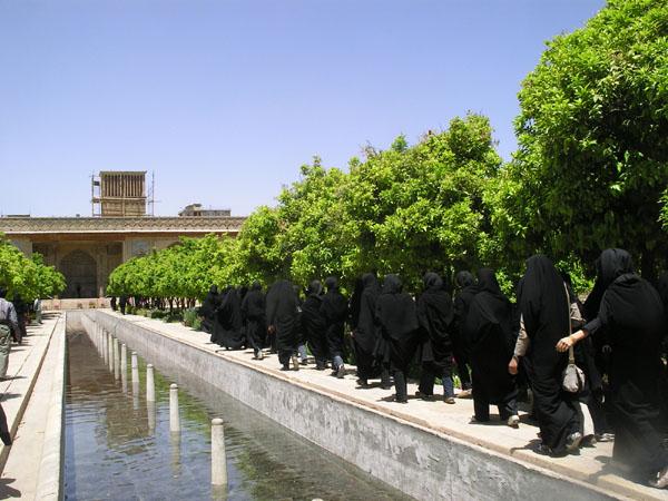 Люди в черном остаются в черном / Фото из Ирана
