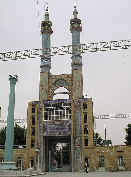 Вход во двор мечети Hazireh / Фото из Ирана
