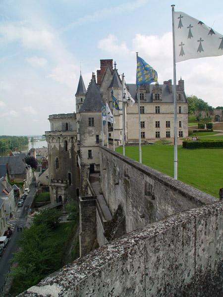 Защитные стены замка / Фото из Франции