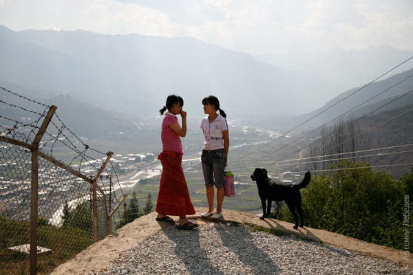 Девушки на улице / Фото из Бутана