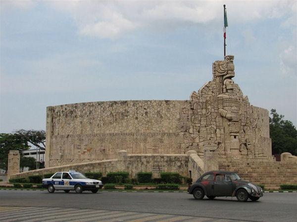 Памятник в Мериде / Фото из Мексики
