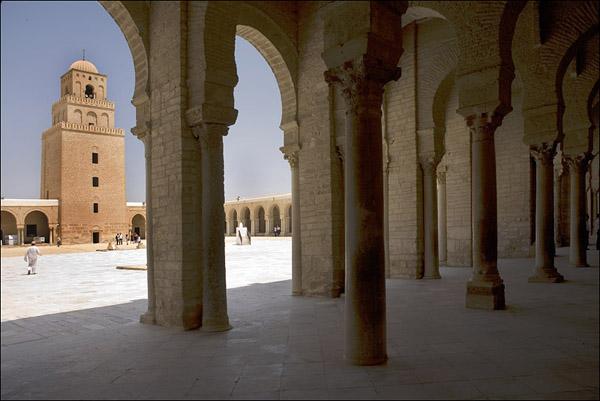 Колонны свозились со всего Туниса / Фото из Туниса