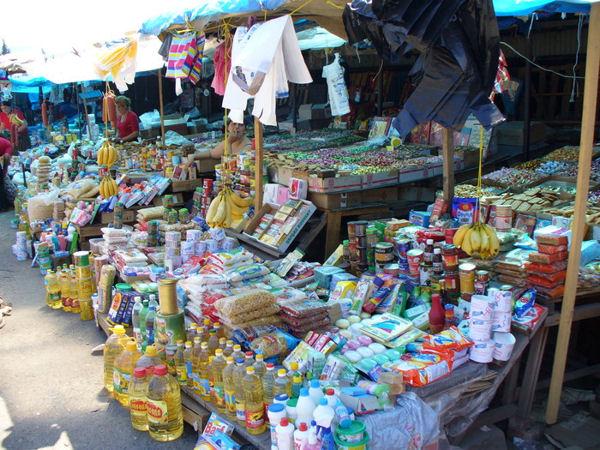Город похож на сплошной рынок / Фото из Грузии