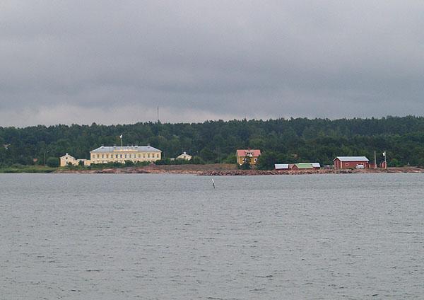 Подплываем к острову Эккерё / Фото из Финляндии