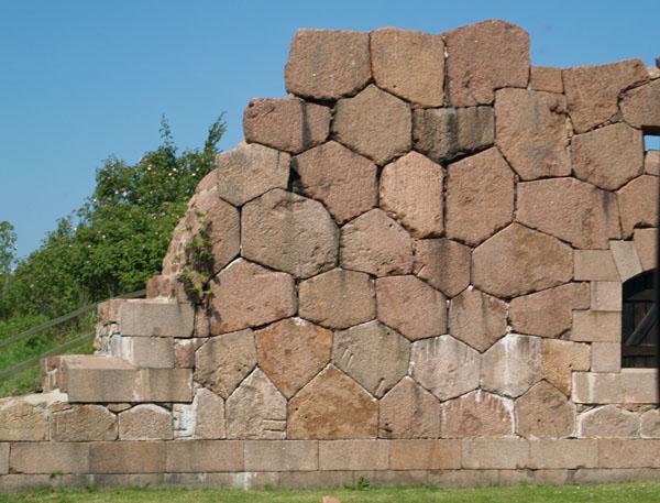 Интересная кладка - редкий экземпляр древнего каменного зодчества / Фото из Финляндии