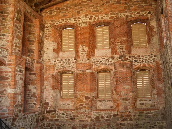 Внутренняя стена замка / Фото из Финляндии