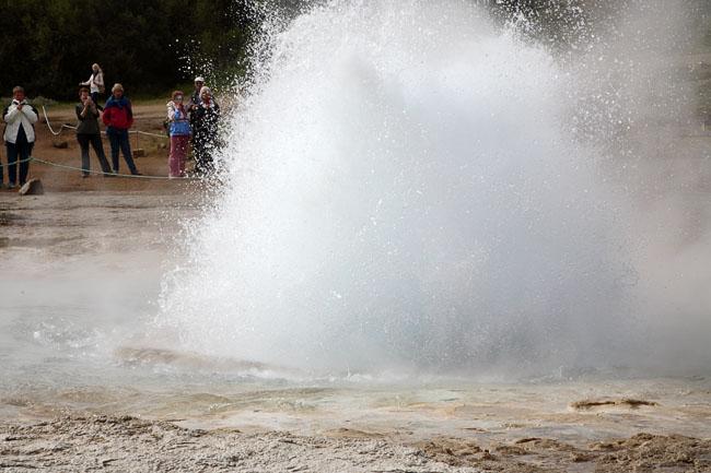 Струя воды и пара / Фото из Исландии