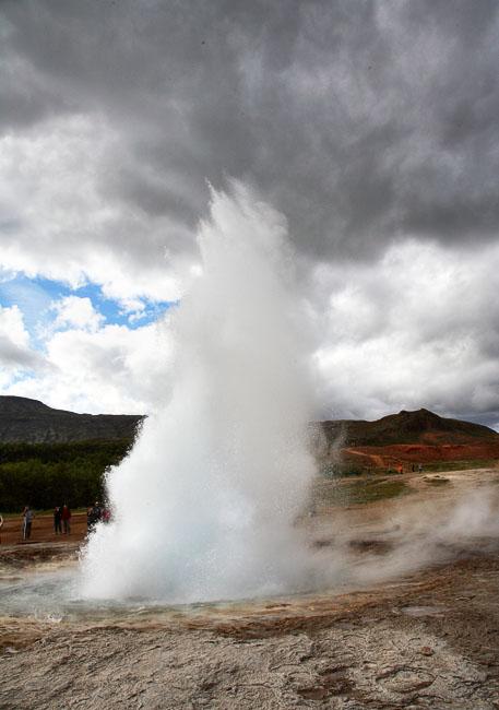Гейзерный фонтан / Фото из Исландии