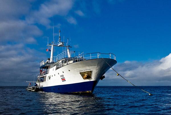 Okeanos Aggressor на якоре в водах острова Кокос / Фото из Коста-Рики