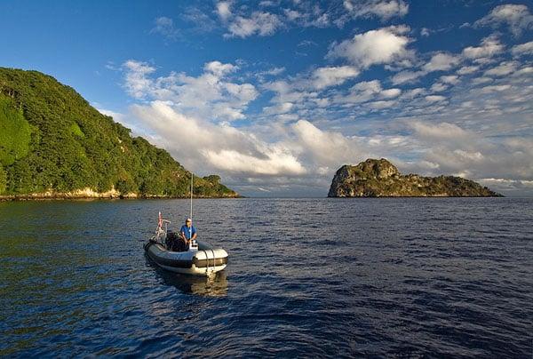 Утренний вид на скалу Мануэлита с корабля Okeanos Aggressor / Фото из Коста-Рики