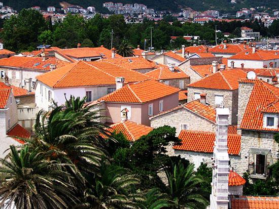Красные крыши города / Фото из Черногории