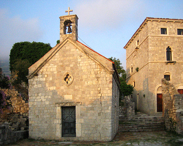 Церковь на закате / Фото из Черногории