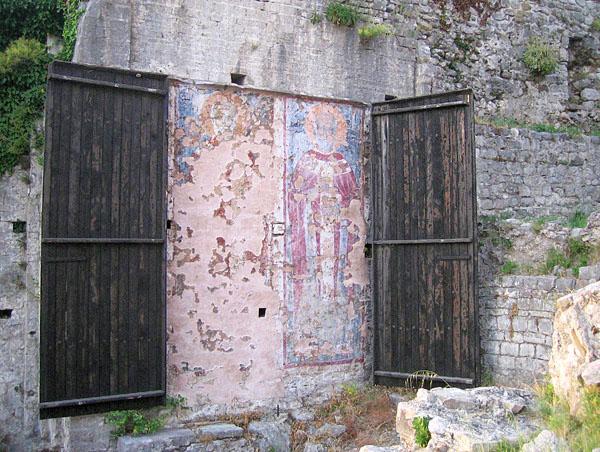 Икона на улице / Фото из Черногории