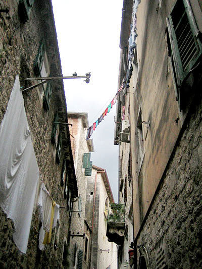 Улица напоминает Италию / Фото из Черногории