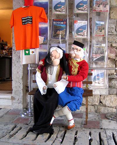 Бабушка рядышком с дедушкой... / Фото из Черногории