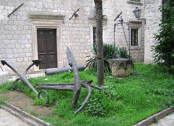 Старый венецианский колодец / Фото из Черногории