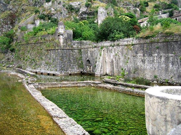 Стены крепости с другой стороны / Фото из Черногории