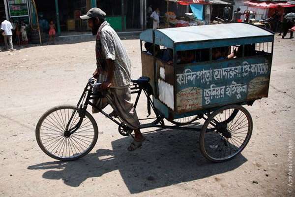 Школьный автобус / Фото из Бангладеш