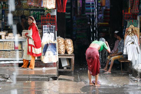 Душ во время дождя / Фото из Бангладеш