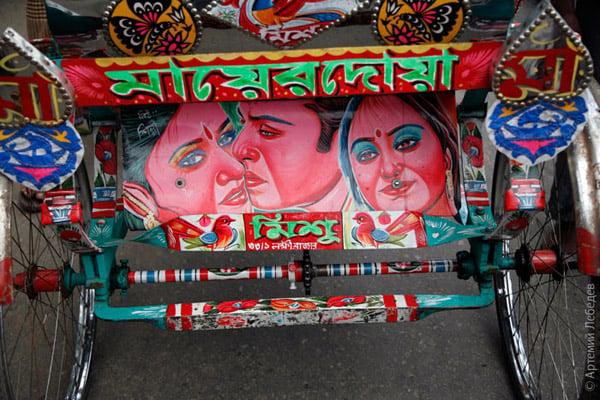 Киногерои - наиболее популярный мотив оформления / Фото из Бангладеш