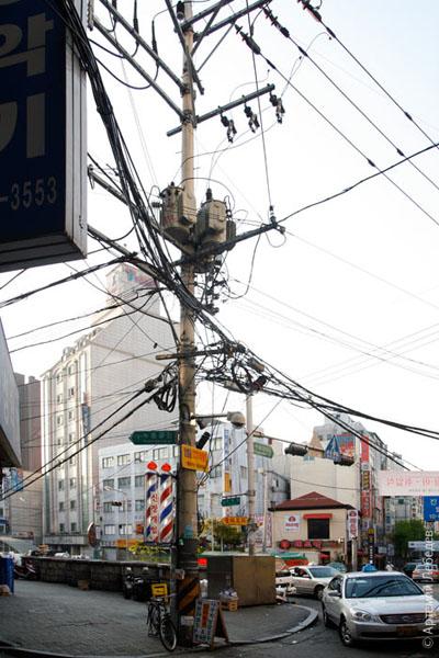 Провода на столбах / Фото из Южной Кореи