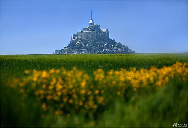 Замок-гора Мон-Сан-Мишель / Фото из Франции