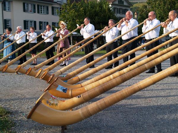 Потрясающая музыка альпийского рожка - на любом швейцарском празднике / Фото из Швейцарии