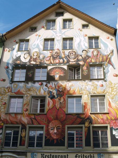 Один из самых ярких домов Люцерна / Фото из Швейцарии