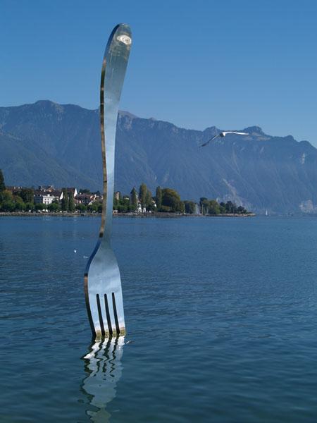 В Женевское озеро воткнута вилка / Фото из Швейцарии