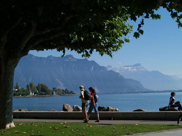 Набережная - центр жизни Веве / Фото из Швейцарии
