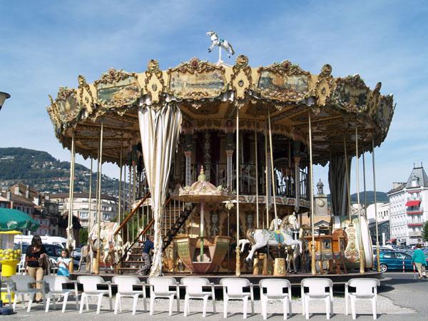 Карусель на площади Марше / Фото из Швейцарии