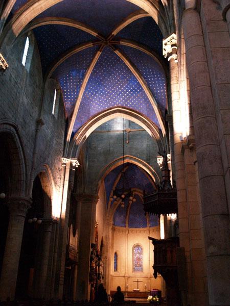 Необычные для церкви яркие краски / Фото из Швейцарии