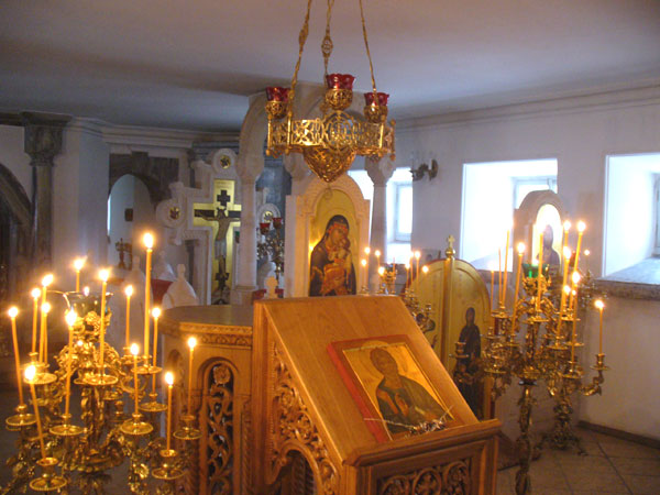 В нижнем храме Воскресенского скита / Фото из России