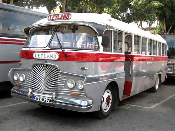 Мальтийские автобусы могут быть и не желтого цвета / Фото с Мальты