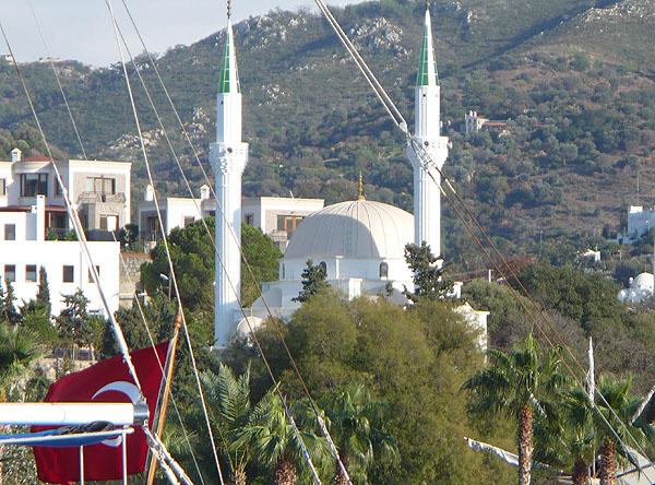 Ялыкавак. Мечеть с борта KYBELE. / Фото из Турции