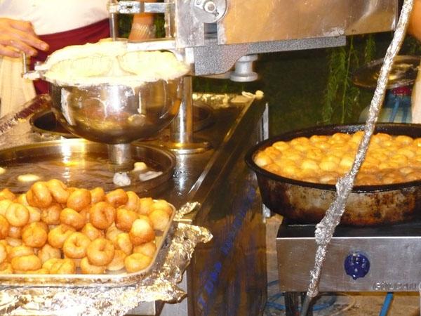 Ялыкавак. Пончиковый конвейер на набережной / Фото из Турции