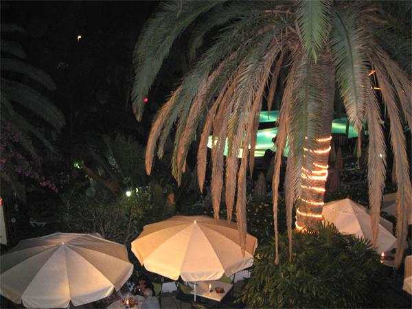 Наш отель вечером / Фото из Испании