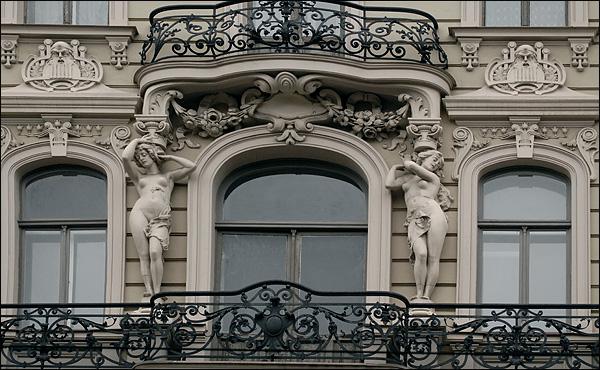 Украшенный балкон / Фото из Латвии