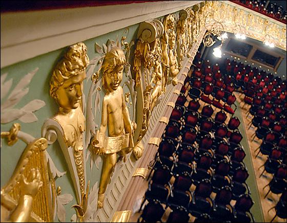 Барельеф на балконе / Фото из Латвии