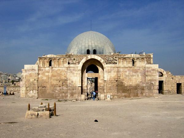 В Цитадели сохранилось много памятников / Фото из Иордании