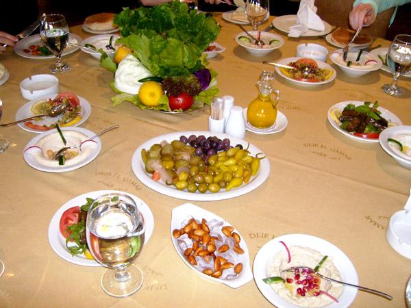 Ливанская кухня в иорданском ресторане / Фото из Иордании