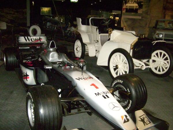 Гоночный болид в Музее королевских автомобилей / Фото из Иордании