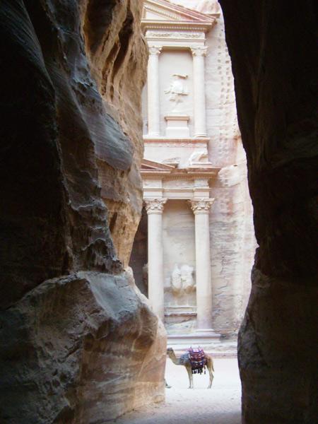 Первый взгляд на тайный город Петру / Фото из Иордании