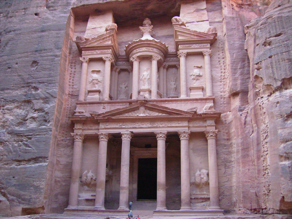 Знаменитый храм в Петре / Фото из Иордании