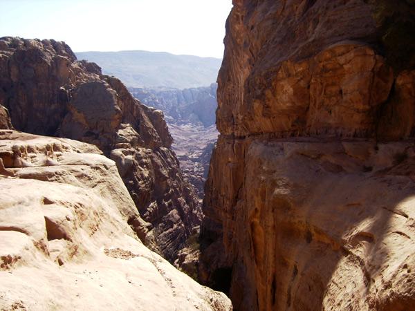 Вид с вершины скалы / Фото из Иордании