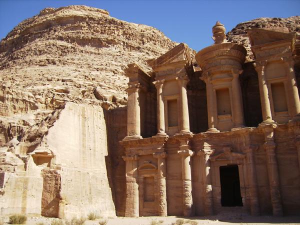 Таинственный город Петра - одна из достопримечательностей Иордании / Фото из Иордании