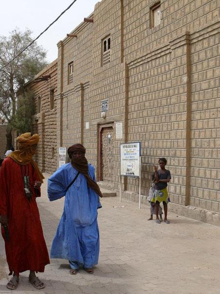 Туареги у дома, в котором останавливался Рене Кайе (1828 г.) / Фото из Мали