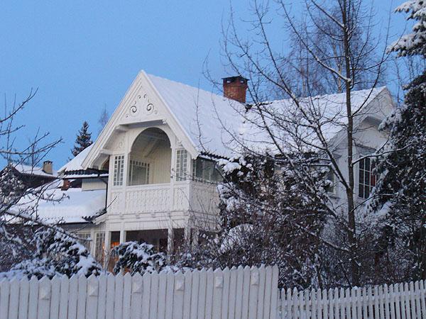 В таких домиках живут норвежцы в Лиллехаммере / Фото из Норвегии