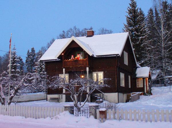 Праздничные фигурки украшают дома норвежцев / Фото из Норвегии